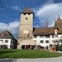 [Translate to it:] Aussenansicht vom Schlosshof des Schloss Spiez